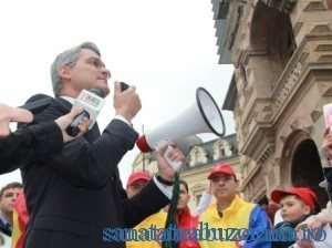 ministrul-Muncii-Dragos-Pislaru-discutand-cu-sindicalistii02-300x224