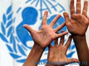 Hands-with-unicef-logo