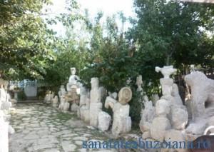 Statuile din curtea lui Ion Moaca
