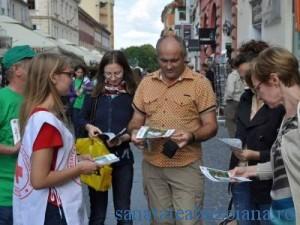 Campanie printre brasoveni si turisti
