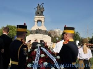 Depunere coroane la statuia eroilor sanitari