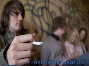 Adolescenti fumatori fumat tigari