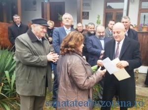 Magda Ursache a primit Marele Premiu, de la presedintele Consiliului Judetean Buzau, Petre Emanoil Neagu